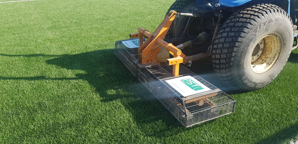 oscillating brush for artificial turf maintenance